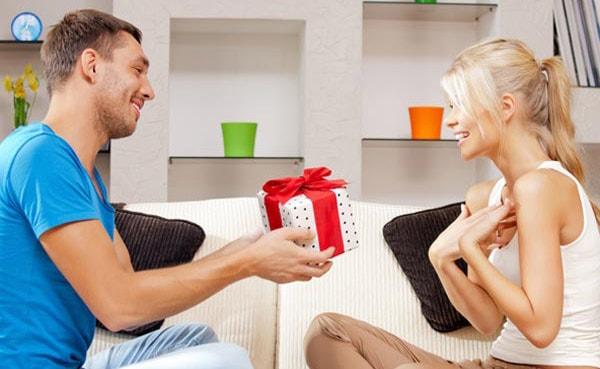 мужчина обманывает женщину при знакомстве