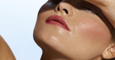 Жирная кожа лица: как бороться