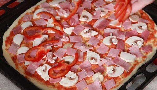 Как приготовить пиццу с колбасой в духовке