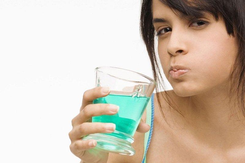 Как убрать неприятный запах изо рта быстро