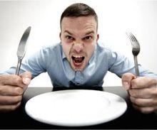 Сосет желудок даже после еды